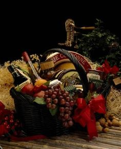 How to Create a Country French Table Setting thumbnail Family Gift Baskets, Wine Country Gift Baskets, Diy Gift Baskets, Wine Baskets, Birthday Present For Boyfriend, Presents For Boyfriend, Thanksgiving Gifts, Holiday Gifts, French Table Setting