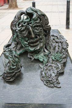 """A conversation with Oscar Wilde"", sculpture by Maggi Hambling Sculpture Painting, Abstract Sculpture, Lion Sculpture, Maggi Hambling, A Level Art, Various Artists, Female Art, Sculptures, Illustration Art"