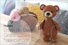 Haken Bram de Beer, gratis eigen haakpatroon (Nobody ELSe) Crochet Bear, Crochet Animals, Free Crochet, Pokemon, Crochet Diagram, Knitted Dolls, Panda Bear, Handicraft, Diy Gifts