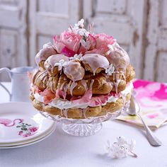 Paris-brest fleurie This work of art receives an unusual twist with hints of rose, orange and jasmine. Decorate with edible petals Profiteroles, Eclairs, Blueberry Clafoutis, Lenotre, Paris Brest, French Pastries, Italian Pastries, French Patisserie, Choux Pastry