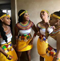 there are some incredible styles you can see with TRADITIONAL XHOSA AND ZULU that will make you the center of attention at any occasion Zulu Traditional Attire, South African Traditional Dresses, African Traditional Wedding Dress, Modern Traditional, Zulu Wedding, Wedding Hijab, Zulu Women, African Wedding Attire, Xhosa