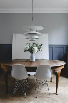 Dining room table in room with herringbone floor Dining Room Design, Dining Room Chairs, Dining Table, Modern Interior, Interior Design, Best Dining, Diy Bedroom Decor, Home Decor, Interior Inspiration