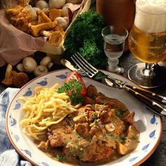 Hunter's Schnitzel in Pilzcremesauce Rezept Tasty, Yummy Food, Soul Food, Meat Recipes, Steak, Spaghetti, Pork, Food And Drink, Snacks