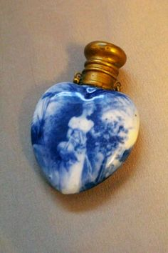 Very Rare Royal Doulton Blue AND White Flow Blue Heart Shaped Perfume Bottle- simply beautiful. Flow Blue China, Blue And White China, Antique Perfume Bottles, Vintage Bottles, Blue Perfume, Love Vintage, Vintage Heart, Beautiful Perfume, Dose