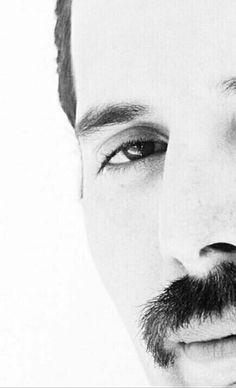 Freddie Mercury... He is so beautiful! <3