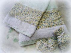jogo de toalhas  contem:  1 banho 1 rosto +sachê perfumado  toalhas Karsten com aplicação de tecido  as estampas poderão ser escolhidas por email. R$ 80,00