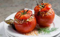 Ντομάτες γεμιστές με ρύζι, μανιάτικο μάραθο και ρίγανη ψημένες στα κληµατόφυλλα   ManiVoice Greece Greek Beauty, Greek Recipes, Fruit, Healthy, Food, Greece, Island, Kitchens, Fennel