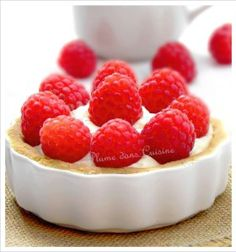 tarte chocolat blanc-coco et framboises (19) Creative Food, Food For Thought, Biscuits, Raspberry, Bakery, Sweets, Recipes, Caftans, Desserts