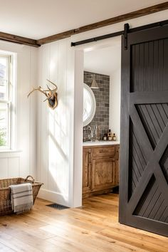 Barn, Doors, Mirror, Furniture, Home Decor, Puertas, Interior Design, Home Interior Design, Barns