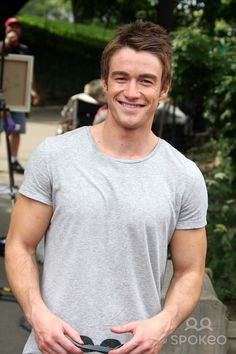 -09-08 Robert Buckley on Set of ''Lipstick Jungle'' in Central Park