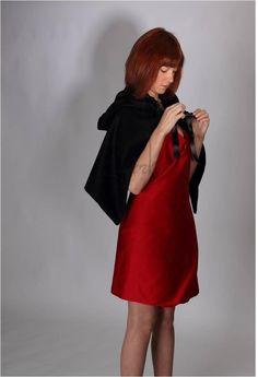 #etsy #Estudi73 #diseño #design #mujer #zurh #fashion #moda #woman #vueltaalosorigenes #red #dress #black #cape #rojo #vestido #negra #capa
