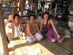 Nuestra visita a la región de Kohn Kaen, donde se convive 3 dias con una familia local y se realizan actividades con la comunidad. Superrecomendable!