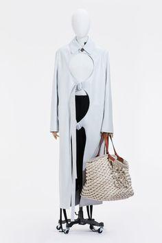 Live Fashion, Fashion Week, Runway Fashion, Fashion Show, Mens Fashion, Vogue Paris, Spanish Fashion, Vogue Russia, Loewe