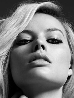Super Sexy Margot Robbie💋 - One of the sexiest blonde bombshells in the world is no doubt Margot Robbie. From playing a hot clo - Actriz Margot Robbie, Margot Robbie Hot, Margo Robbie, Margot Robbie Harley Quinn, Margot Robbie Movies, Hollywood Actresses, In Hollywood, Fotografie Portraits, Top Celebrities