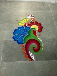 These New Year rangoli designs may not be as detailed as Sankranti rangoli designs or Diwali rangoli or even the themed ones like Ganesh rangoli, and so on. Easy Rangoli Designs Diwali, Rangoli Simple, Simple Rangoli Designs Images, Rangoli Designs Latest, Free Hand Rangoli Design, Rangoli Border Designs, Small Rangoli Design, Rangoli Patterns, Rangoli Ideas