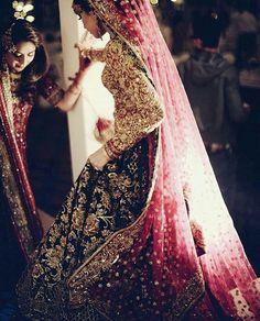 Latest Indian wedding Lehenga Style Ideas for brides! Indian Wedding Lehenga, Pakistani Wedding Dresses, Indian Dresses, Indian Outfits, Pakistani Bridal Lehenga, Walima, Wedding Sarees, Punjabi Wedding, Indian Weddings