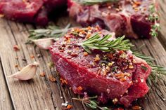 The US government's new dietary guidelines support the role of lean red meat in a healthy balanced diet. Clean Bulk Diet, Clean Bulk Meal Plan, Gout Recipes, Healthy Recipes, Grilling The Perfect Steak, Gout Diet, Gout Remedies, Nutrition, Grass Fed Beef