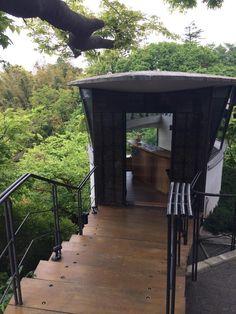 鎌倉デートならココに行こう!10の定番デートスポットをご紹介します - Find Travel Treehouse Cabins, Unusual Homes, Kamakura, Secret Places, Japan Travel, The Good Place, Scenery, Places To Visit, Tours