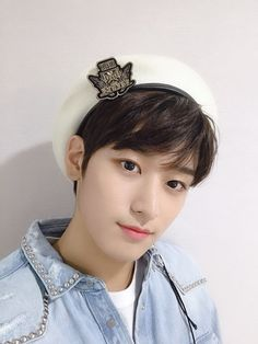 His visual is sooo🔥🔥🔥 Fandom, Kim Young, Bae, Star Awards, Twitter Icon, Youngjae, Kpop Boy, Jaehyun, South Korean Boy Band