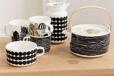 A Marimekko Design Classic - The Oiva Räsymatto Tableware Collection by Sami Ruotsalainen Marimekko, Scandinavia Design, Perfect Cup Of Tea, Modern Contemporary Homes, Japanese Design, Wooden Handles, Cereal Bowls, Decoration, Dinnerware