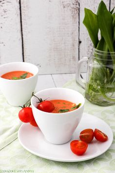 C&B with Andrea - Bärlauch- Tomatensuppe mit Ziegenfrischkäse Rezept - www.candbwithandrea.com3 Soup Recipes, Healthy Recipes, Healthy Food, Soup Kitchen, Cantaloupe, Low Carb, Vegan, Fruit, Dinner