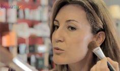 Cómo resaltar pómulos a través del maquillaje