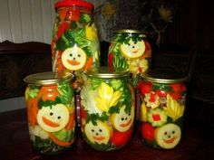 Canned veggies Canning Jars, Canning Recipes, Kitchen Recipes, Mason Jars, Cute Christmas Decorations, Diy Christmas, Food Decorations, Veggie Art, Canning Vegetables