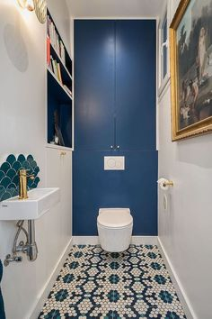 Before After The transformation of this Haussmannian apartment is stunning Elle Dcoration Small Toilet Room, Downstairs Loo, Deco, Small Toilet Design, Wc Design, Small Bathroom, Toilet, Toilet Design, Bathroom Inspiration