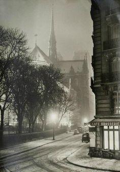 Mon Vieux Paris (40s 50s 1960s. pictures) Rue du Cloitre-Notre-Dame, Paris 1953 (Photo Albert Monier)
