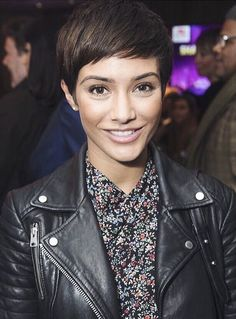 PIXIE Haare Haarkeur Your Wedding Countdown This is intended as a guide to help you plan the essenti Little Girl Hairstyles, Short Bob Hairstyles, Pretty Hairstyles, Haircuts, Short Dark Hair, Short Hair Cuts, Short Hair Styles, Frankie Sandford Hair, Pageboy Haircut