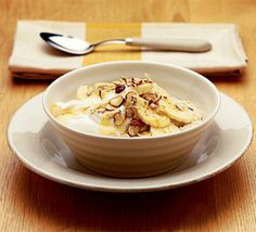 thejourneytosexy:    Think i'm going to try this tomorrow morning!:)  Start off the day with a warm tummy - this porridge is packed with energy-giving oats and fat-free Greek yogurt  Make porridge with semi-skimmed milk according to the packet instructions.  Top with fat-free Greek yogurt, sliced banana and roughly chopped hazelnuts, and drizzle with honey.