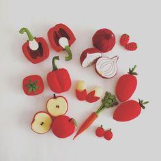 Felt Food by Tomomi Maeda : Vegetables, Fruits Felt Diy, Handmade Felt, Felt Crafts, Diy And Crafts, Beeswax Paper, Comida Diy, Kids Play Kitchen, Felt Play Food, Pretend Food