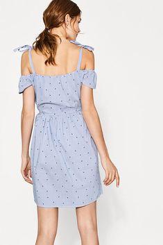 Gewebtes Offshoulder-Kleid mit Bindeträgern, Empire-Linie und modischem Muster-Mix