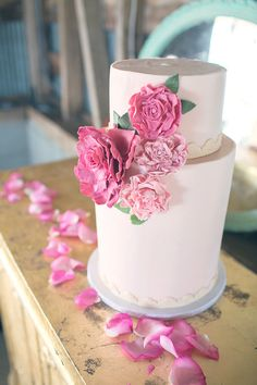 Pink & White Wedding Cake Chelsea Morgan Photography | Nouveau Events | Starlight Meadow