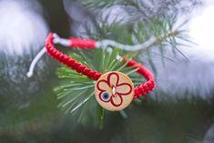 Μαρτάκι λουλούδι, μακραμέ, κόκκινο Christmas Ornaments, Holiday Decor, Home Decor, Decoration Home, Room Decor, Christmas Jewelry, Christmas Decorations, Home Interior Design, Christmas Decor