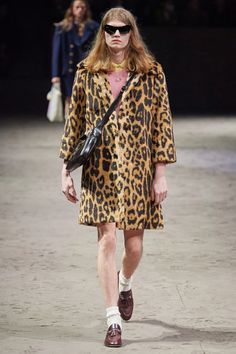 Gucci Fall 2020 Menswear Collection - Vogue Gucci Fall 2014, Gucci Spring 2017, Men Fashion Show, Fashion Show Collection, Mens Fashion, Fur Fashion, Milan Fashion, Vogue Paris, Chic Et Choc
