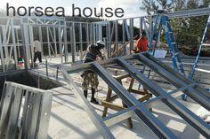 BAUHU modular modern prefabricated self build kit homes. Designer studio homes and contemporary hurricane resistant homes, Luxury modular homes, prefabricated homes Steel Frame Home Kits, Steel Frame House, Steel Frame Construction, Construction Process, Prefabricated Houses, Prefab Homes, Community Housing, Steel Structure, Modular Homes