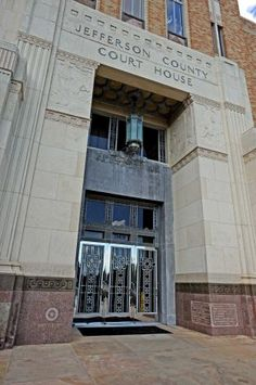 The Jefferson County Court House on Pearl Street. (Randy Edwards/The Enterprise) #doors #bmttx #beaulievers