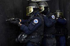 (t) Intervention dans un bâtiment (1200×799) #GIGN #Military
