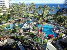 Another beautiful island in Hawaii.  Oh, why can't I live there?  Expense, maybe?  I've visited Hawaii now three times, and I'm so ready to get back there.  Kids are out now, maybe a longer vacation.