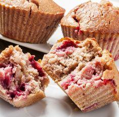 Muffin mit Banane und Erdbeeren