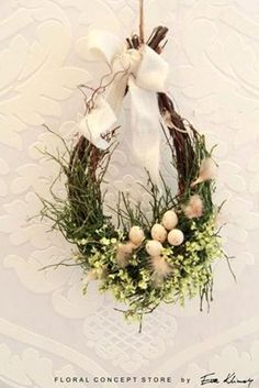 Stroik świąteczny wielkanocny Ikebana, Happy Easter, Tablescapes, Easter Eggs, Floral Arrangements, Diy And Crafts, Wreaths, Seasons, Table Decorations