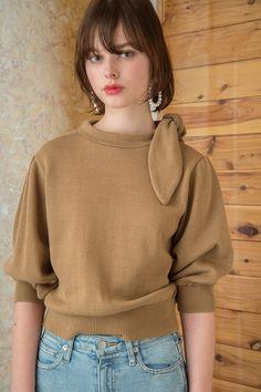 Scarf Tie Knit Tops - MEER. Head Scarf Tying, Knitwear Fashion, Knitting Designs, Knit Tops, Minimalist Fashion, Casual Looks, Autumn Winter Fashion, Womens Fashion, Jersey Tops