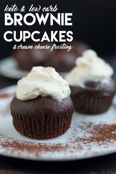 Keto & Low Carb Brownie Cupcakes with Cream Cheese Frosting Brownie Cupcakes, Cupcakes Keto, Keto Cake, Keto Cheesecake, Brownie Frosting, Sugar Free Cupcakes, Low Carb Sweets, Low Carb Desserts, Low Carb Recipes