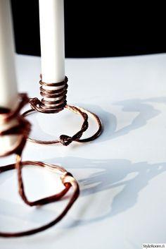 """""""valkoinensoihtu"""" teki nämä herkät kynttilänjalat yhdessä miehensä kanssa. #styleroom #inspiroivakoti #diy #kynttilä"""