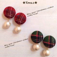 クリスマスカラーゆらゆらくるみボタンピアス