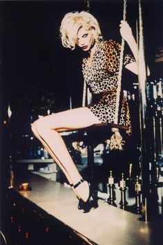 Nadja Auermann by Ellen Von Unwerth, leopard print Ellen Von Unwerth, Nadja Auermann, Image Fashion, Fashion Models, 90s Models, Women's Fashion, Northern Soul, Jungle Girl, Jungle Print