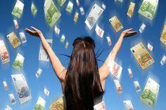 10 СПОСОБОВ ПРИВЛЕЧЬ И УДЕРЖАТЬ ДЕНЬГИ. Вы зарабатываете достаточную сумму, а деньги  уходят, как сквозь пальцы вода? Хотите разбогатеть, но не знаете ни одного реального способа заработать? 10 способов привлечь и удержать деньги помогут р…