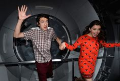 'Ender's Game' stars Asa Butterfield and Hailee Steinfeld give Comic-Con attendees a (silly) taste of Battle Room shenanigans.