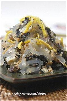 명절에 어떤 요리 해서 드시나요? 저희는 따로 제사도 안지내고 해서 가족들이 먹고 싶은 요리 주문받아서 ... Good Healthy Recipes, Vegetarian Recipes, Snack Recipes, Cooking Recipes, Korean Dishes, Korean Food, Food Design, Banchan Recipe, K Food